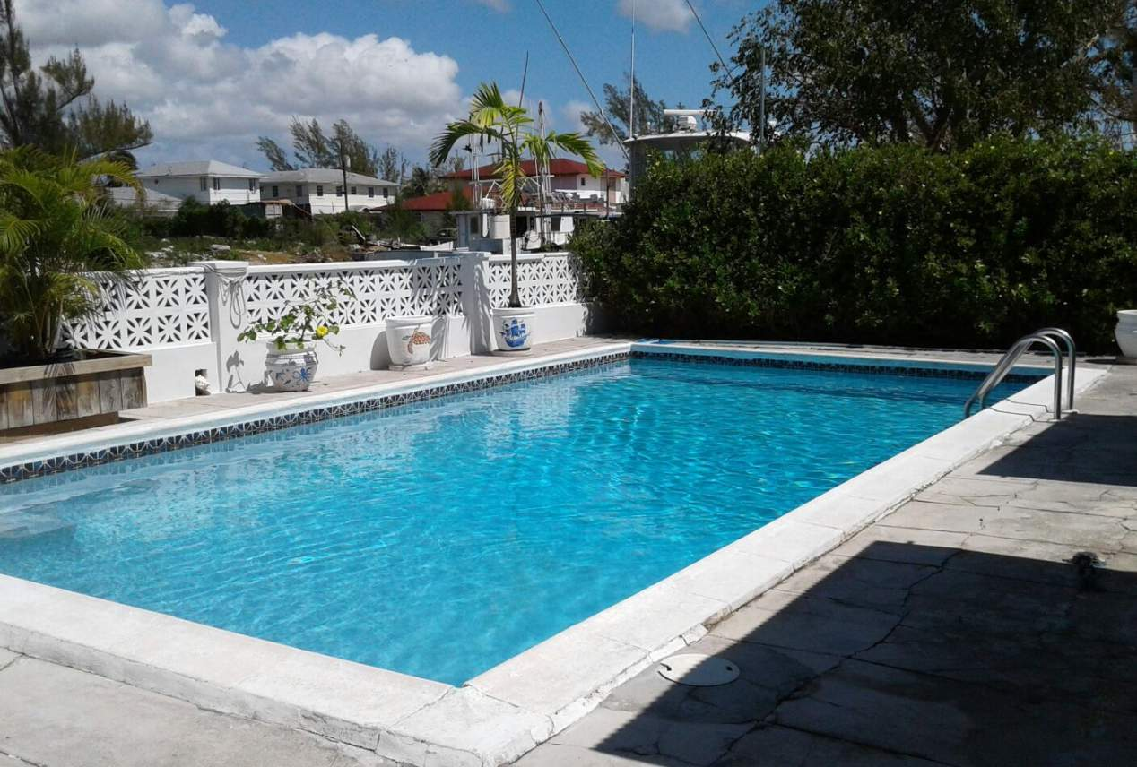 Coral Harbour Beauty with pool and dock Nassau/New Providence